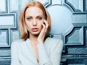 Angelina_Jolie_wallpaper_38.jpg