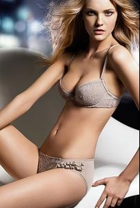 Caroline_Trentini___Dior_2.jpg