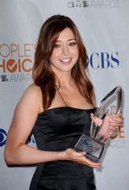 celebrity-paradise.com-The_Elder-Alyson_Hannigan_2010-01-06_-_36th_annual_People0s_Choice_Awards_692.jpg