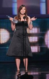 celebrity-paradise.com-The_Elder-Alyson_Hannigan_2010-01-06_-_36th_annual_People5s_Choice_Awards_443.jpg