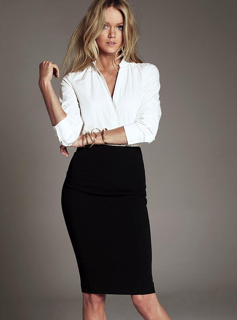 13 июл 2015 Клетчатая юбка, белая блузка, чёрная лента, кольцо, портфель