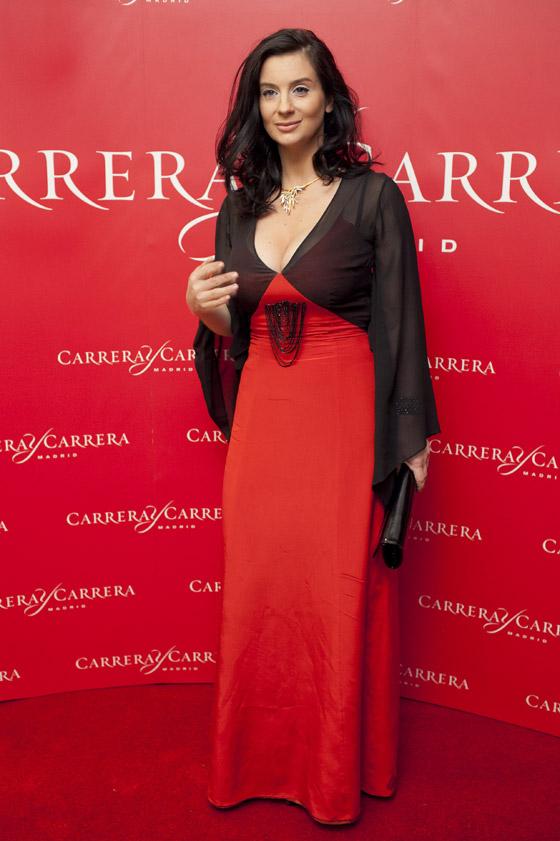 грудь стриженовой фото в платье царицы девушкой ласкали