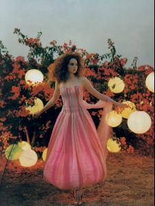 Lily_Cole_Tim_Walker_16_743353.jpg