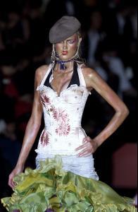 052 Christian Dior Haute Couture Fall Winter 2003 CelebrityCity.jpg