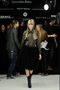 Rebekka+Ruetz+Backstage+Mercedes+Benz+Fashion+14.jpg