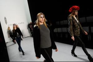 Rebekka+Ruetz+Backstage+Mercedes+Benz+Fashion+02.jpg