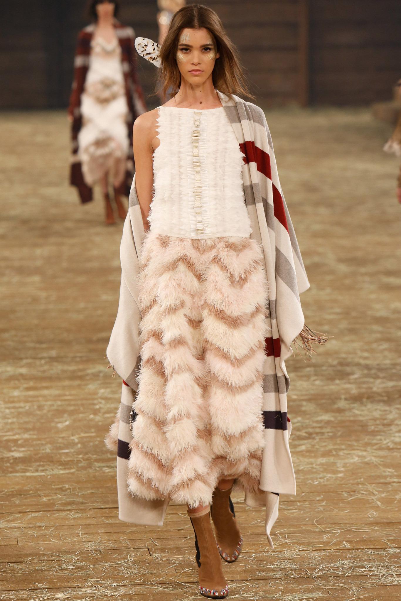 Кутюрная коллекция Chanel Spring 2015 в деталях (ВИДЕО). показ.  Гаспар Ульель в новом видео аромата Bleu de Chanel.