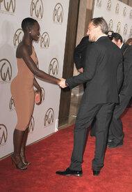 Leonardo-DiCaprio-held-Lupita-Nyongo-han.jpg