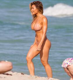 Daphne-Joy-hot-in-bikini--04.jpg