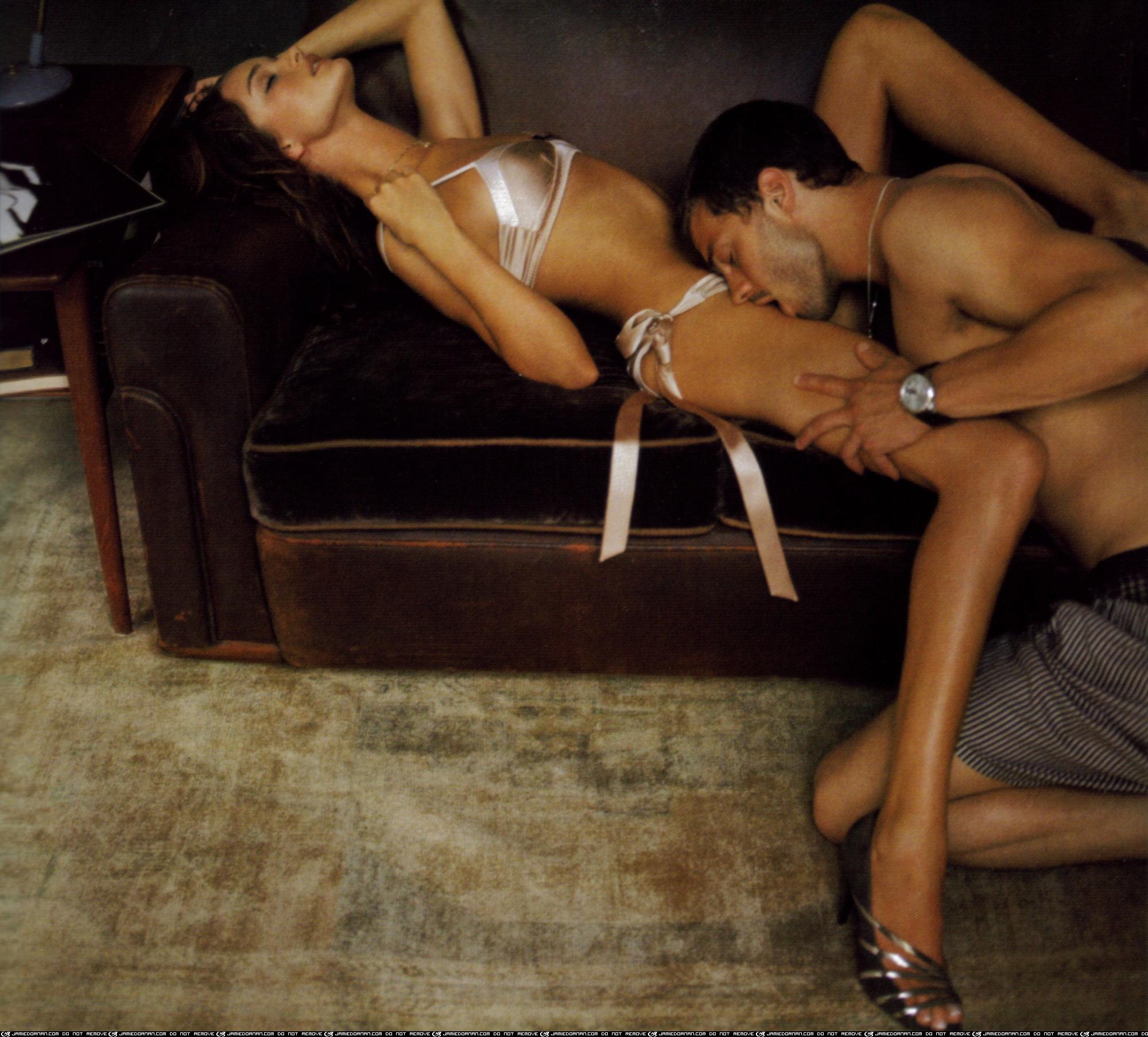 Эротические позы в белье 21 фотография