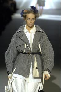95541_celebrity_city_Louis_Vuitton_Paris_S_S_07_007_123_588lo.jpg