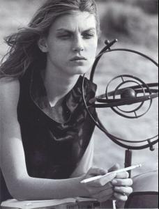 Angela_Lindvall_Tanga_Moreau_phPeterLindbergh_Vogue_1999__6_i.jpg