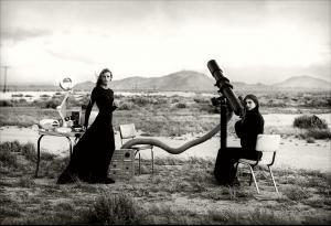Angela_Lindvall_Tanga_Moreau_phPeterLindbergh_Vogue_1999__6_.jpg