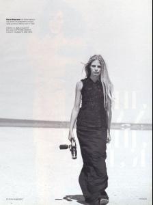 Angela_Lindvall_Tanga_Moreau_phPeterLindbergh_Vogue_1999__7_.jpg