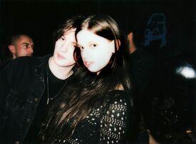th_harry_strawson_and_lily_mcmenamy_TOPSHOP_1500_0.jpg