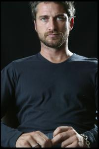 Gerard_Butler___Martin_Pope_Photoshoot_07lj_hireshotties.jpg
