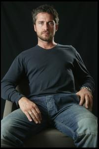 Gerard_Butler___Martin_Pope_Photoshoot_11lj_hireshotties.jpg