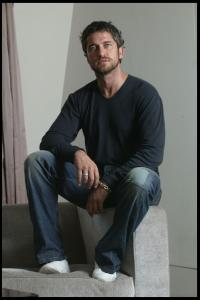 Gerard_Butler___Martin_Pope_Photoshoot_12lj_hireshotties.jpg