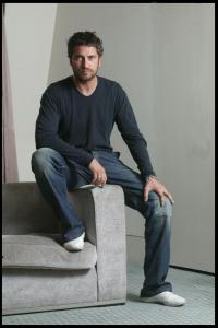 Gerard_Butler___Martin_Pope_Photoshoot_13lj_hireshotties.jpg