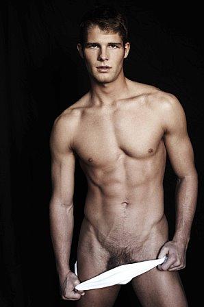 Jonny Lee Miller desnudo como el Sherlock Holmes