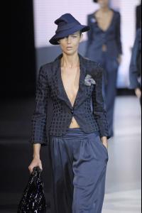 78882_celebrity_city_Giorgio_Armani_Milan_Fashion_Show_3_123_366lo.jpg