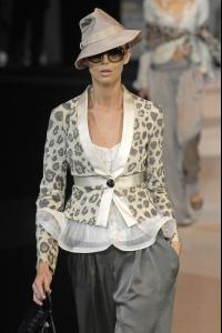 80262_celebrity_city_Giorgio_Armani_Milan_Fashion_Show_79_123_498lo.jpg