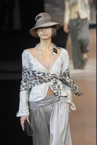 80260_celebrity_city_Giorgio_Armani_Milan_Fashion_Show_83_123_408lo.jpg