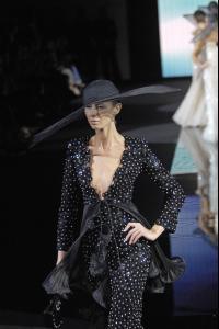 82386_celebrity_city_Giorgio_Armani_Milan_Fashion_Show_176_123_581lo.jpg