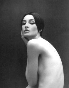 Pregnant Erin O'connor Poses Nude