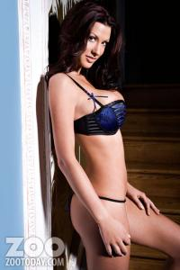 alice_goodwin_topless_8.jpg
