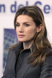 celebrity-paradise.com-The_Elder-Princess_Letizia_2010-01-25_-_opening_of_the_Research_and_Develop_438.jpg
