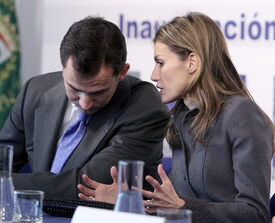 celebrity-paradise.com-The_Elder-Princess_Letizia_2010-01-25_-_opening_of_the_Research_and_Develop_790.jpg