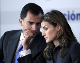 celebrity-paradise.com-The_Elder-Princess_Letizia_2010-01-25_-_opening_of_the_Research_and_Develop_9105.jpg