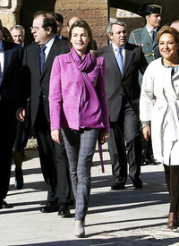 celebrity-paradise.com-The_Elder-Princess_Letizia_2009-11-03_-__Visits_Zamora_in_Spanien.jpg