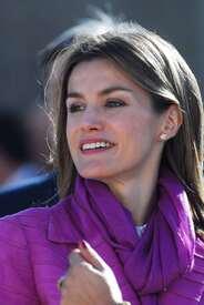 celebrity-paradise.com-The_Elder-Princess_Letizia_2009-11-03_-__Visits_Zamora_in_Spanien_0164.jpg