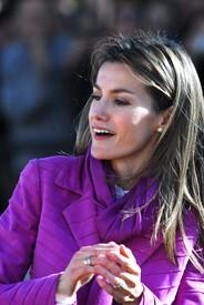 celebrity-paradise.com-The_Elder-Princess_Letizia_2009-11-03_-__Visits_Zamora_in_Spanien_0181.jpg