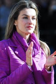celebrity-paradise.com-The_Elder-Princess_Letizia_2009-11-03_-__Visits_Zamora_in_Spanien_0196.jpg