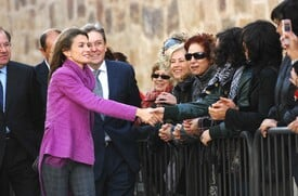 celebrity-paradise.com-The_Elder-Princess_Letizia_2009-11-03_-__Visits_Zamora_in_Spanien_0286.jpg