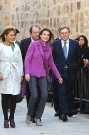 celebrity-paradise.com-The_Elder-Princess_Letizia_2009-11-03_-__Visits_Zamora_in_Spanien_0314.jpg