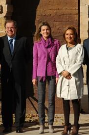 celebrity-paradise.com-The_Elder-Princess_Letizia_2009-11-03_-__Visits_Zamora_in_Spanien_0434.jpg