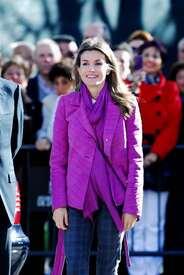 celebrity-paradise.com-The_Elder-Princess_Letizia_2009-11-03_-__Visits_Zamora_in_Spanien_0479.jpg