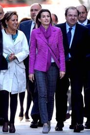 celebrity-paradise.com-The_Elder-Princess_Letizia_2009-11-03_-__Visits_Zamora_in_Spanien_1135.jpg
