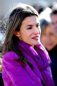 celebrity-paradise.com-The_Elder-Princess_Letizia_2009-11-03_-__Visits_Zamora_in_Spanien_2148.jpg
