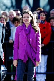 celebrity-paradise.com-The_Elder-Princess_Letizia_2009-11-03_-__Visits_Zamora_in_Spanien_2487.jpg