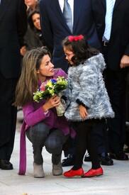 celebrity-paradise.com-The_Elder-Princess_Letizia_2009-11-03_-__Visits_Zamora_in_Spanien_3397.jpg