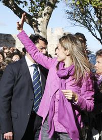 celebrity-paradise.com-The_Elder-Princess_Letizia_2009-11-03_-__Visits_Zamora_in_Spanien_421.jpg
