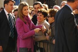celebrity-paradise.com-The_Elder-Princess_Letizia_2009-11-03_-__Visits_Zamora_in_Spanien_4233.jpg