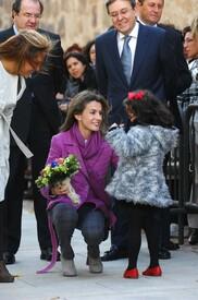 celebrity-paradise.com-The_Elder-Princess_Letizia_2009-11-03_-__Visits_Zamora_in_Spanien_4338.jpg
