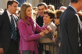 celebrity-paradise.com-The_Elder-Princess_Letizia_2009-11-03_-__Visits_Zamora_in_Spanien_5220.jpg