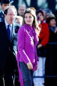 celebrity-paradise.com-The_Elder-Princess_Letizia_2009-11-03_-__Visits_Zamora_in_Spanien_5461.jpg